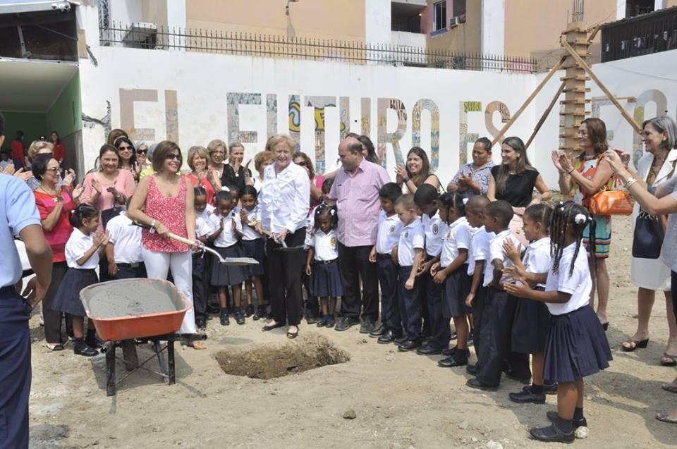 Colocan primera piedra de la nueva Cancha Techada del Instituto Nuestra Señora de la Merced
