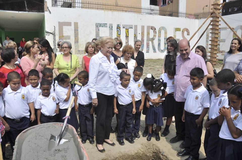 Colocan primera piedra de Proyecto insignia de Caravana de Asistencia Social Damas Diplomáticas y Panameñas