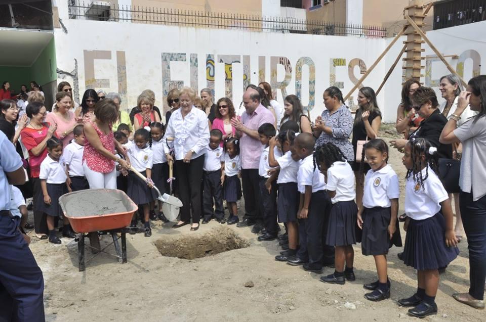 Cancha polideportiva en el Centro Humano Fátima en El Chorrillo