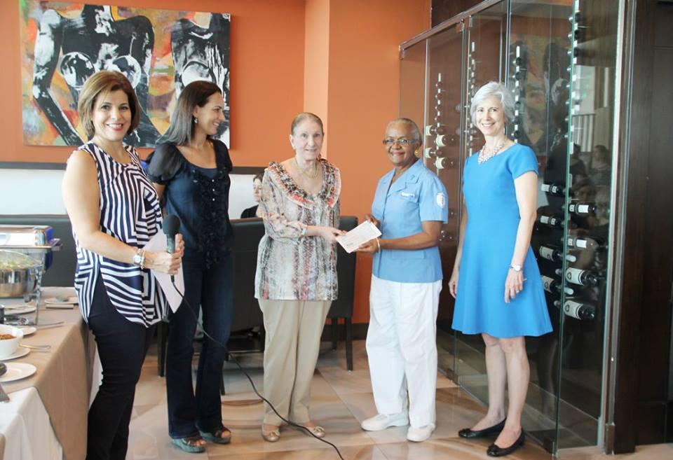 Donación al Instituto Oncologico y presentación sobre el virus del Zika