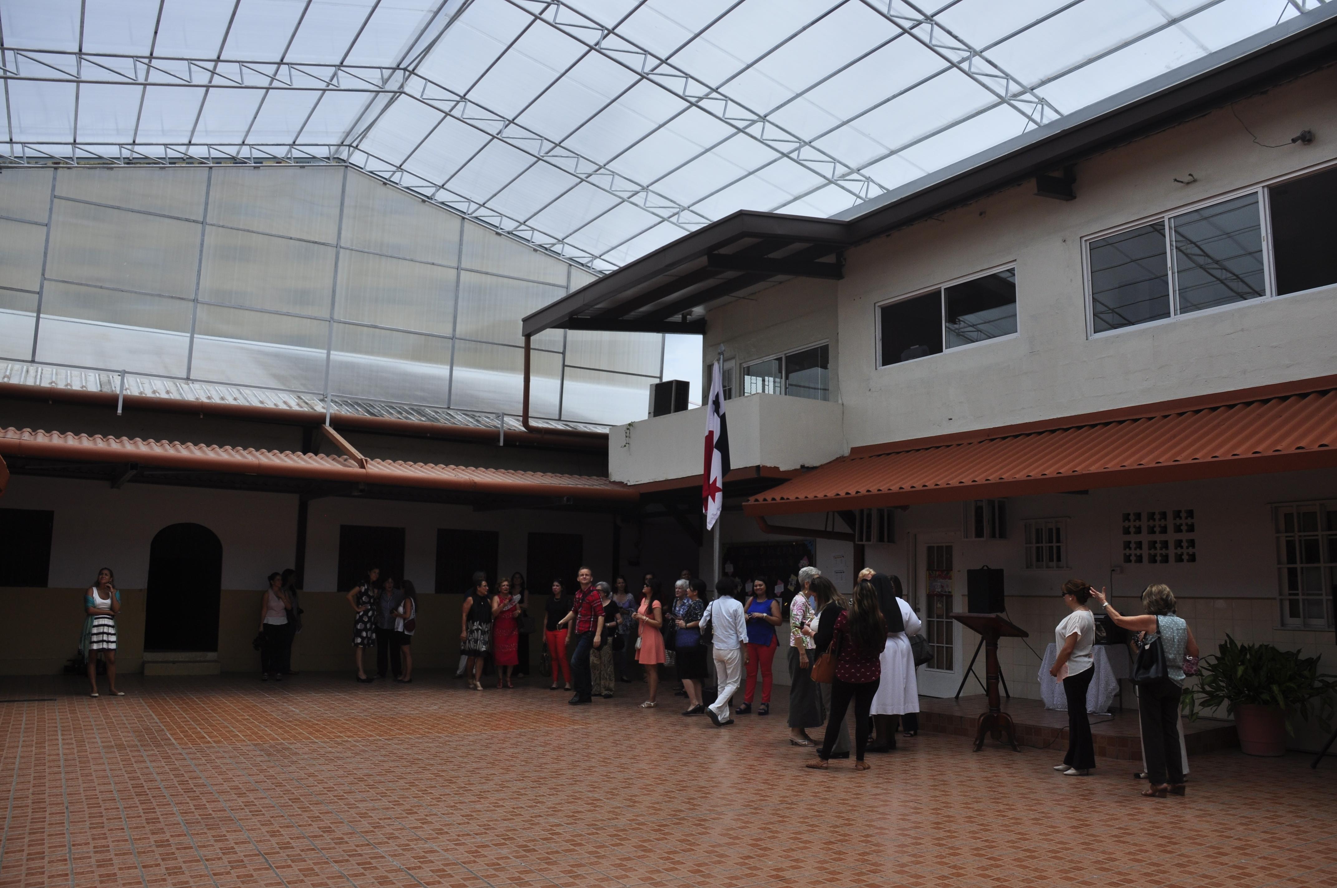 Instalación de Techo en el patio interno del Colegio Marie Poussepin de Curundú